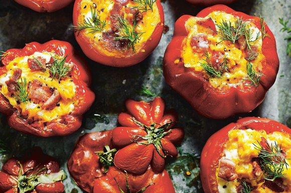 Egg and bacon‑stuffed tomato