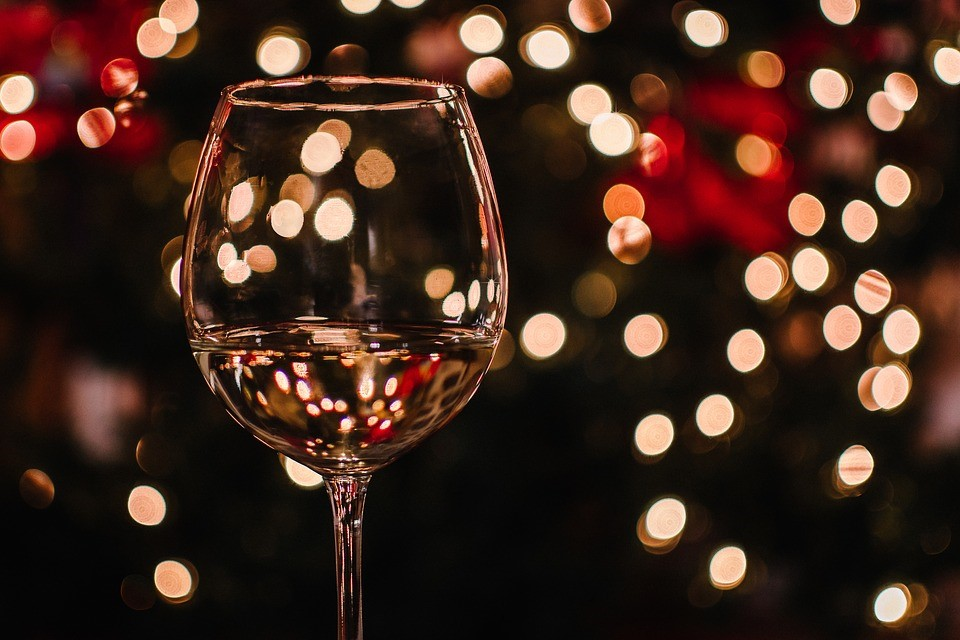 How to Choose the Best Crystal Wine Glasses - Cookeskitchen.co.uk ...